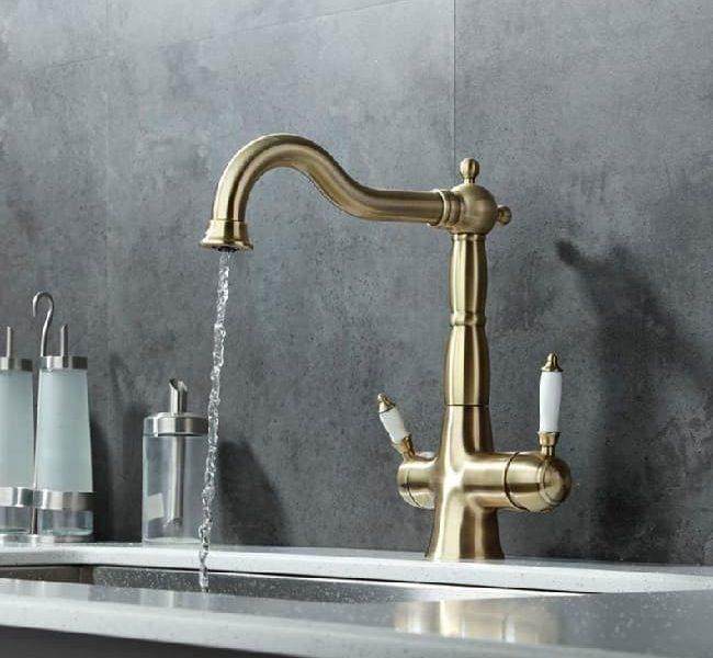 Вилла Смеситель для кухни, с подключением к фильтру питьевой воды, бронза вид в интерьере